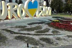 В центре Киева вандалы разрушили цветочную композицию к Евровидению-2017
