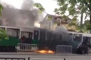 Во Львове во время движения загорелся недавно отремонтированный трамвай