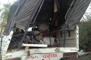В Индии грузовик вылетел с моста, более 10 человек погибли