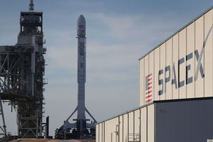 SpaceX провела огневые испытания центрального блока ракеты для полетов на Марс и Луну