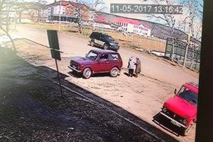 """Водитель """"Нивы"""" проехался по двум старушкам (18+)"""