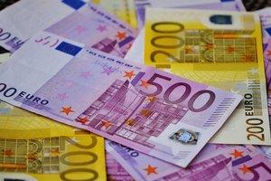 """В Украине началась мода на евро: почему страна """"отвязывается"""" от доллара"""