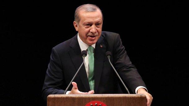 Эрдоган призвал Трампа отменить поставки оружия курдам вСирии