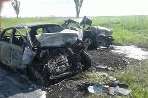Жуткое ДТП на Донбассе: три человека погибли в сгоревших автомобилях