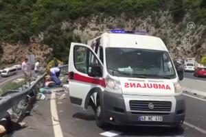 В Турции автобус с женщинами и детьми сорвался в пропасть: 20 погибших