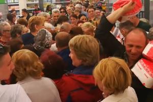 Видеошок: россияне борются за акционный сахар