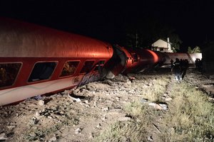 В Греции поезд сошел с рельсов, есть жертвы