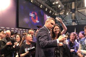 Кличко станцевал под Бритни Спирс для волонтеров Евровидения - 2017