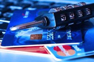 У украинцев выманивают данные банковских карт: НБУ предупредил о мошенниках