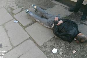 В Киеве грабитель ударил прохожего по голове: мужчина потерял сознание