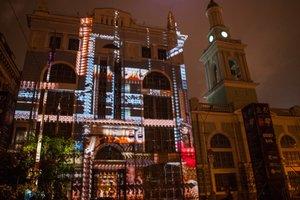 Яркий фестиваль света в Киеве: огромные осьминоги на стенах зданий и впечатляющие лица на деревьях