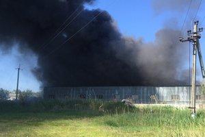 Под Киевом начался масштабный пожар на фабрике