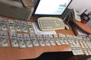 Во Львове инспектор таможни не смог удержаться от взятки
