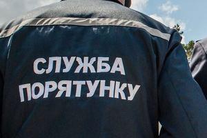 В Киеве спасатели сняли с балкона мальчика