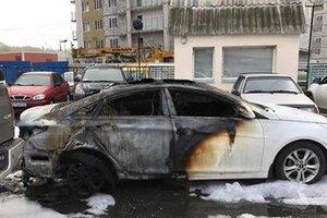 В Харькове неизвестная жидкость уничтожила автомобиль