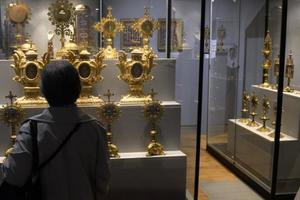 Во Франции из музея украли корону стоимостью более миллиона евро