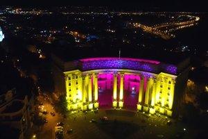Невероятные световые проекции на зданиях Киева: видео с высоты птичьего полета