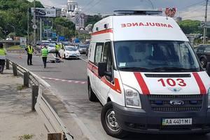 В Киеве на мосту Патона произошло жуткое ДТП: погиб 19-летний парень