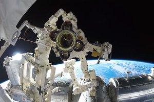 Астронавт снял Землю из открытого космоса