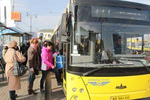 В Киеве на Крещатик вернулись автобусы