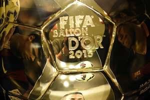 ФИФА будет вручать приз лучшему игроку по итогам сезона, а не года