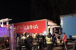 В Киеве не разминулись две фуры