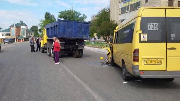 ВНовомосковске маршрутка врезалась вКрАЗ: семь пострадавших
