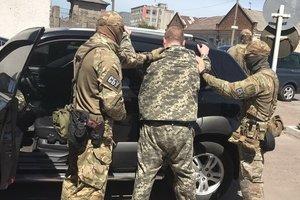 """В Житомирской области на взятке задержали """"оборотня"""" в погонах"""