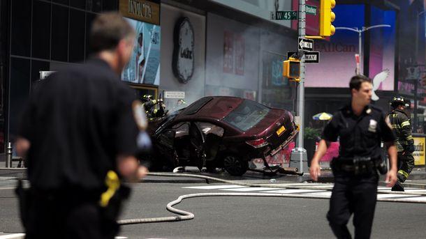 Автомобиль врезался впрохожих наТаймс-сквер вНью-Йорке