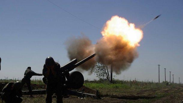 Боевики обстреляли жилой сектор Бердянского иШирокино изоружия огромного калибра
