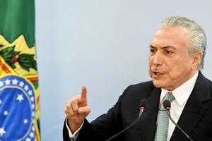 Подозреваемый в коррупции президент Бразилии отказался уходить в отставку