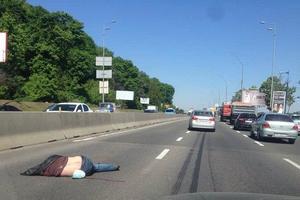 В Киеве пешеход-нарушитель погиб под колесами авто (фото 18+)