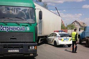 Патрульные протаранили фуру в Чернигове