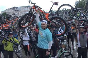 Велодень в Киеве: Кличко принял участие в пробеге и открыл новый велотрек