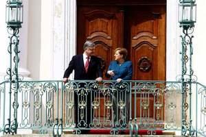 Порошенко узнал у Меркель судьбу санкций против России