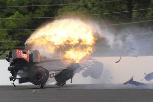 Шокирующая авария: французский гонщик врезался в стену на скорости 370 км/ч