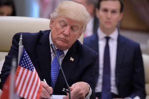 """Бывший шеф ЦРУ назвал Трампа """"полезным идиотом"""" для Кремля"""