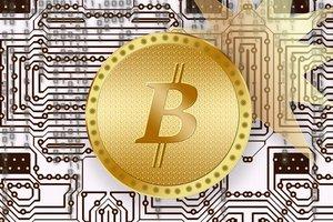 Курс биткоина впервые в истории превысил две тысячи долларов