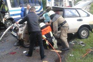 Под Киевом легковушка влетела в маршрутку, есть пострадавший