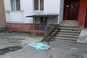 Жительница Львова выбросилась из окна девятого этажа
