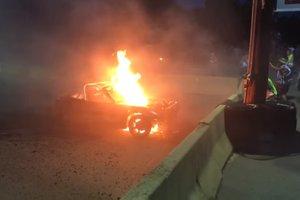 Видеохит: в США на экстремальных гонках загорелась машина