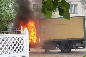В Киеве загорелся грузовик, взорвался газовый баллон