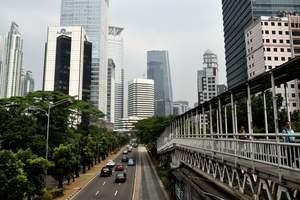 В столице Индонезии прогремели два взрыва