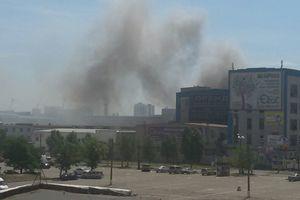 Подробности крупного пожара на складах в Киеве: пламя тушат 70 спасателей