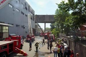 С огнем на складах таблеток в Киеве боролись более 90 спасателей