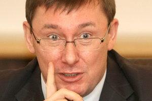 Луценко допускает свое участие в суде по обвинению Януковича в госизмене