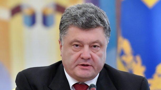 Стену Героев СССР вОдессе завесили патриотическими шарами кприезду Порошенко
