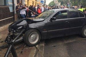 Страшное ДТП в Тернополе: водитель BMW снес ограждения и покалечил студентку