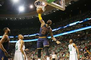 Леброн Джеймс побил рекорд Майкла Джордана в плей-офф НБА