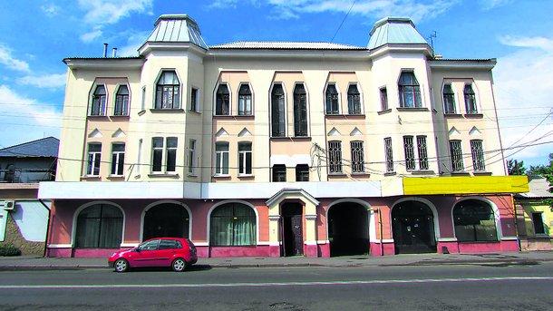 Еще одно здание в «фирменном» стиле архитектора Сергея Тимошенко — украинский модерн — можно увидеть на улице Плехановской